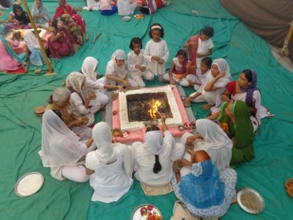 कुप्रचार की ऐसी-तैसी – बच्चो का दिवाली पर अनुस्ठान अहमदाबाद आश्रम में